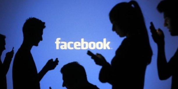 """Facebook veut développer des """"Messenger bots"""", des robots intelligents capables d'interagir avec les utilisateurs de sa messagerie pour le compte de marques ou de services partenaires."""