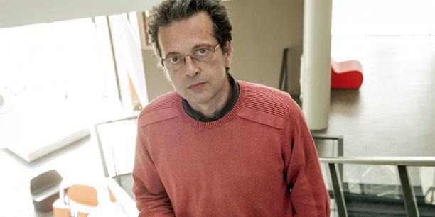 """Frédéric Alexandre, directeur de recherches à l'Inria, est l'expert invité de la masterclass """"Penser autrement"""" lors de Biznext."""