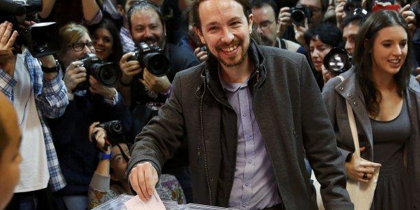 Lundi, le Parti socialiste et le parti de gauche radicale Podemos ont annoncé sans surprise, qu'ils voteraient contre l'investiture d'un gouvernement espagnol formé par le conservateur sortant Mariano Rajoy (du Parti Populaire), compliquant sa reconduction.