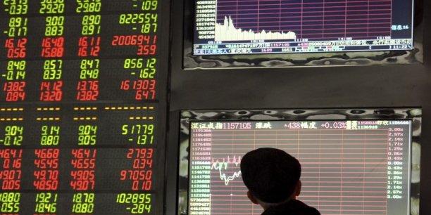 Du côté de la Bourse de Shenzhen, l'indice s'effondrait de 8,19%, à 2.119,90 points, au moment de l'arrêt des échanges.