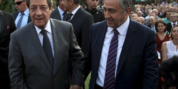 Les deux présidents de Chypre divisée : à gauche, Nikos Anastasiadis, celui de la république de Chypre, à droite, Mustafa Akinci, celui de la République turque de Chypre du Nord.