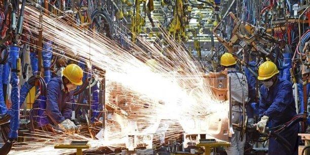 la production industrielle a connu en fin d'année une traversée du désert, a reconnu dans un communiqué le ministère allemande de l'Economie.
