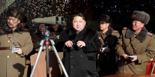Pyongyang a testé trois fois la bombe atomique A, qui utilise la fission nucléaire, en 2006, 2009 et 2013. Ces essais lui ont valu plusieurs volées de sanctions internationales. Sur la photo, le leader coréen Kim Jong Un.
