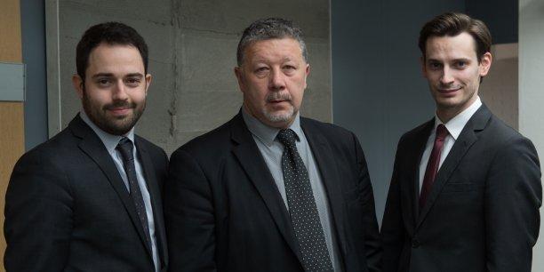 Laurent Blondiau, entouré par Clément Prunières et Ugo Barrière