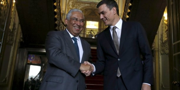 Pedro Sánchez, secrétaire général du PSOE, à gauche, avec Antonio Costa, premier ministre espagnol. Le second est-il une source d'inspiration pour le premier ?