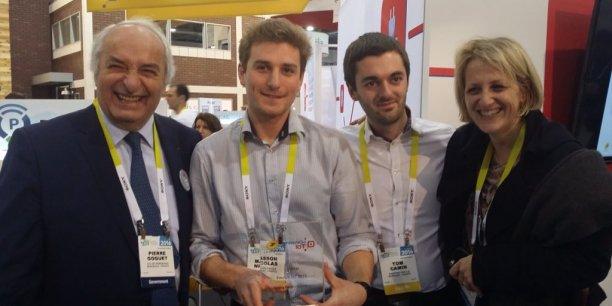 A Las Vegas : Pierre Goguet, Nicolas Masson avec Tom Camin (Parking Facile), et Agnès Grangé (La Poste Aquitaine)
