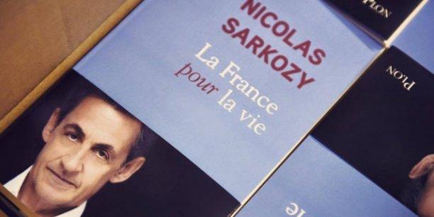 """La défaite de 2012 """"me conduit à analyser ce que j'aurais dû faire différemment, à la fois dans la conduite des réformes et dans l'exercice de la fonction présidentielle"""", dit Nicolas Sarkozy."""