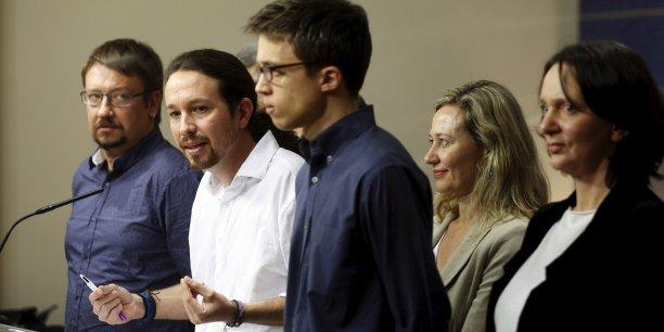 """Pablo Iglesias, en conférence de presse au Congrès vendredi 22 janvier, a indiqué que le roi Felipe VI avait jugé sa proposition """"raisonnable""""."""