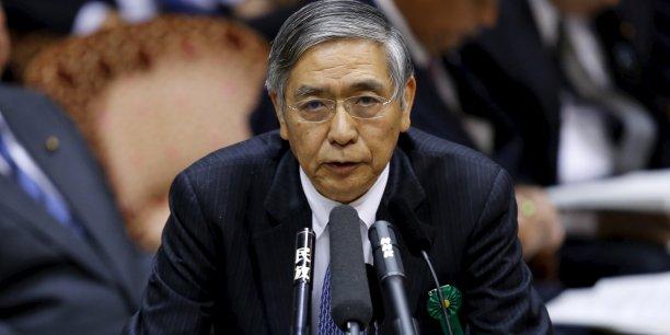 """La banque centrale a, sous l'impulsion de son gouverneur Haruhiko Kuroda, profondément réformé en avril 2013 la politique monétaire en ciblant une inflation de 2% via un massif programme d'""""assouplissement qualitatif et quantitatif"""" (QQE)."""