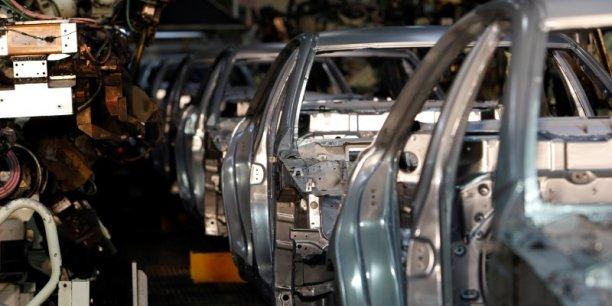 oyota, numéro un mondial qui a vendu en 2015 plus de 10 millions de véhicules, en fabrique plus de 40% au Japon.