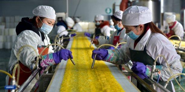 Le secteur manufacturier fera probablement face à une année difficile étant donné les surcapacités, l'affaiblissement de la demande mondiale et les projets gouvernementaux de lutte contre la pollution, selon Liu Ligang et Louis Lam, économistes chez ANZ.