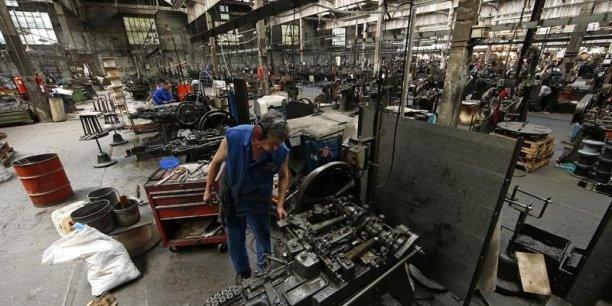 """Ce repli de la production reflète """"une nouvelle baisse des nouvelles commandes reçues par les fabricants français"""", selon Markit."""