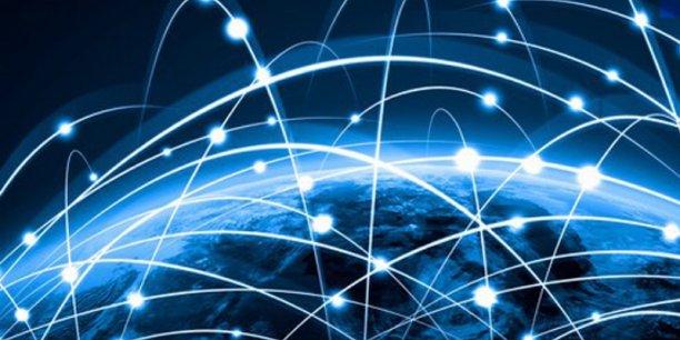 La technologie ouverte et libre de la blockchain permet à deux acteurs d'échanger directement, instantanément et en toute sécurité, des contrats, des titres de propriété et autres informations. Des échanges qui sont consignés dans un grand registre dématérialisé ouvert à tous.