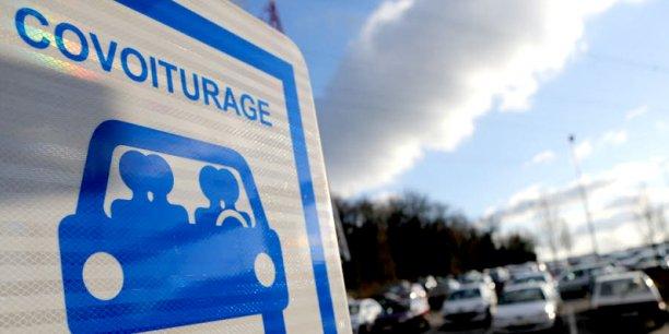 L'application Hugo permet à des voyageurs habitant non loin les uns des autres, de partager le même taxi au départ d'une gare ou d'un aéroport.