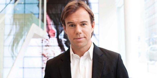 En 2009, alors âgé de 33 ans, Karl-Johan Persson a succédé à son père Stefan Persson à la tête du groupe familial créé en 1947. La chaîne avait déjà pris ses marques hors des frontières de Suède. Elle est désormais présente sur tous les continents et devrait franchir la barre des 4000 magasins cette année avec l'ouverture prévue de 413 nouveaux points de vente.
