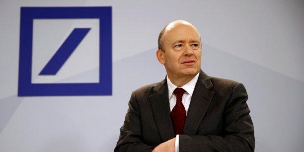 """John Cryan, à la tête de la première banque allemande, se veut rassurant: """"Deutsche Bank reste solide comme un roc, au vu de notre situation de capital et de risque"""""""