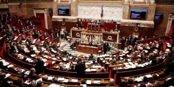 Sénat et Assembléenationale ne parviennet toujours pas à dopter dans des termes identique le projet de loi portant réforme constitutionnelle qui permettrait notamment de déchoir les terroristes dela nationalité française.