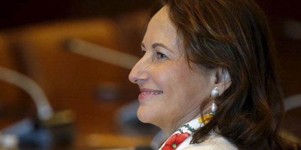 """Ségolène Royal avait appelé vendredi à """"clarifier les règles du jeu"""" concernant le cumul auquel Laurent Fabius aspirait entre les deux fonctions."""