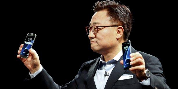Dongjin Koh, le président de la division mobile de Samsung, a présenté dimanche soir la dernière génération de smartphones haut-de-gamme du groupe.