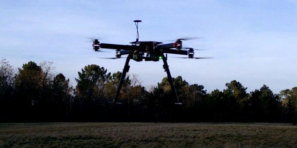 En s'appuyant sur son activités drones, Skeyetech propose, à travers son laboratoire de R&D, du transfert technologique dans les secteurs de la robotique, l'aéronautique et la métrologie.