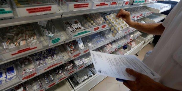Quand on vend un traitement médicamenteux 15.000, 20.000 ou 30.000 euros par mois, voire plus, en faisant valoir le coût de la recherche, c'est inacceptable dans une société moderne. (Joël de Rosnay)