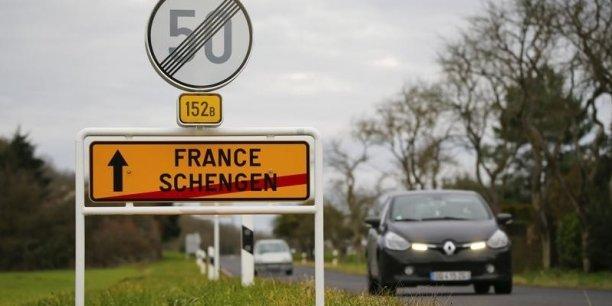 """""""Nous avons informé la Commission européenne qu'on va temporairement déroger à Schengen"""", a indiqué le ministre belge de l'Intérieur, Jan Jambon, en référence aux règles de libre-circulation de l'espace commun."""