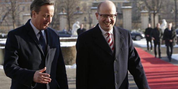 Le Premier ministre britannique David Cameron et le Premier ministre tchèque Bohuslav Sobotka.  Alors que David Cameron a arraché à Bruxelles un statut spécial favorable au Royaume-Uni pour tenter de le maintenir dans l'Union, son homologue tchèque