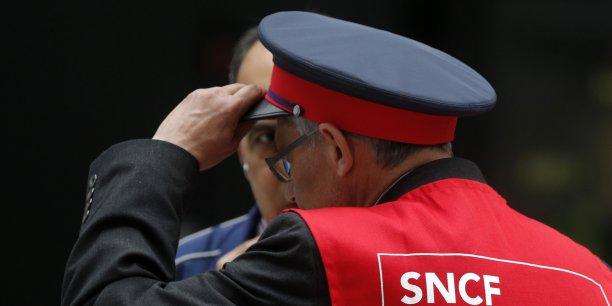 Le dossier est explosif. Les syndicats de la SNCF font pression pour que le socle de règles communes soit le plus proche des conditions de travail en vigueur aujourd'hui à la SNCF, tandis que les opérateurs privés, aujourd'hui dans le fret, veulent au contraire avoir des règles les plus éloignées possibles de celles de l'entreprise publique, jugées trop lourdes.