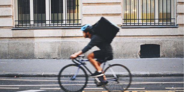 Une partie de ces livraisons de repas - qui concernent surtout des citadins - est réalisée à vélo.