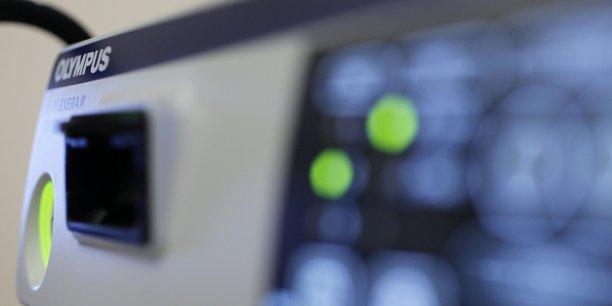 OCA a versé à des docteurs et des hôpitaux des sommes en liquide, payé des voyages à l'étranger, des repas et offert des endoscopes gratuitement pour obtenir des contrats d'un montant de quelque 600 millions de dollars qui se sont traduits par des bénéfices évalués à 230 millions de dollars.