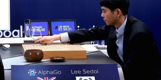 Le champion mondial du jeu de go, le sud-coréen Lee Se-Dol, face au programme informatique de Google, AlphaGo, qui reste pour le moment invaincu.