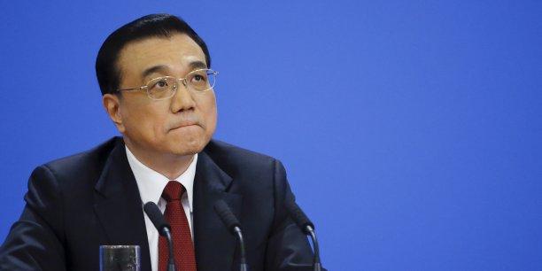 """Alors que la croissance chinoise a glissé l'an dernier à 6,9%, au plus bas depuis un quart de siècle, le gouvernement """"possède des outils de régulation innovants"""" pour stimuler l'activité économique au cas où celle-ci s'essoufflerait trop violemment, a insisté le Premier ministre."""