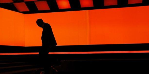 Stéphane Richard quitte la scène du Carrousel du Louvre après avoir présenté la nouvelle box.