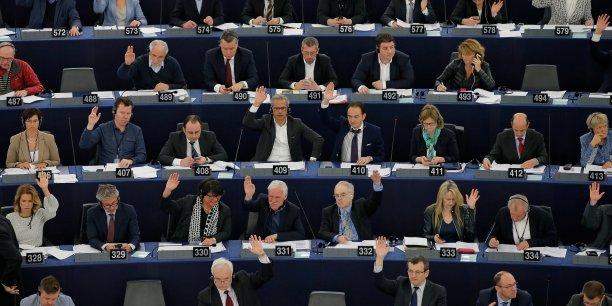 Sur les 652 eurodéputés présents à Strasbourg, 503 se sont prononcés en faveur de cette directive, 131 contre et 18 se sont abstenus.
