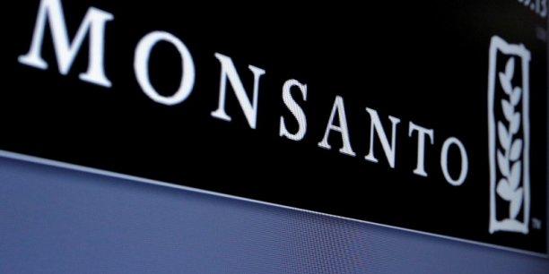 Le rachat de Monsanto par Bayer, c'est la prise de contrôle du tiers du marché des semences par une entreprise qui contrôle déjà 17% du marché des pesticides (et atteindra 27% avec Monsanto), s'alarme en France la Confédération paysanne.