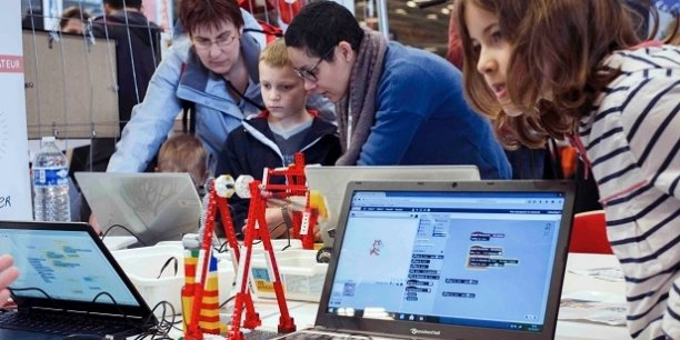 Des événements comme la Maker Faire permettent de faire connaître le mouvement au grand public.