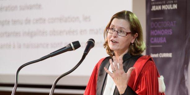 Janet Currie lors de sa remise des insignes Docteur Honoris Causa le 23 mai 2016 à l'Université Lyon 3