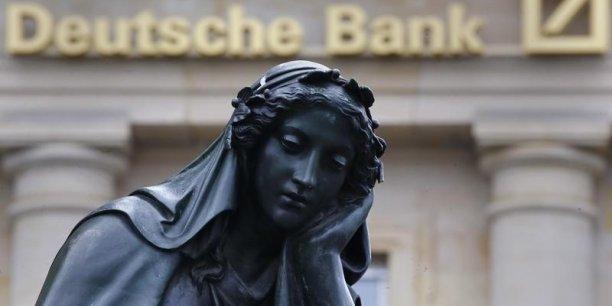 L'action de la première banque allemande chute de 45% à la Bourse de Francfort, depuis le 1er janvier 2016, contre un repli de l'ordre de 27% pour l'indice Stoxx Europe 600 Banks.