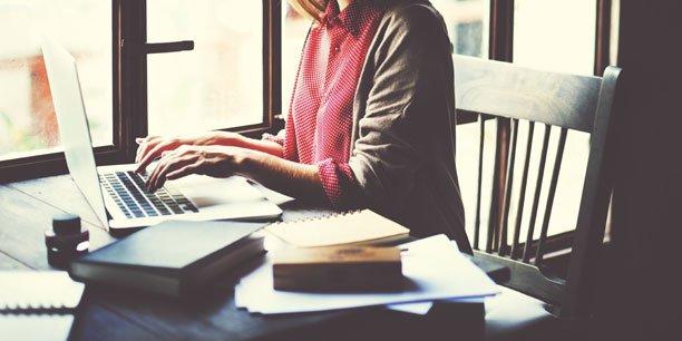 """Les """"Leadeuses du web"""" soutiennent les femmes entrepreneures."""