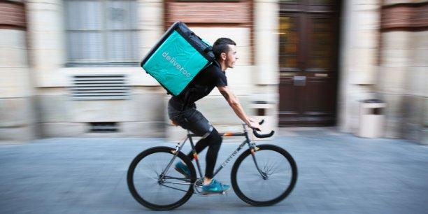 Deliveroo, Foodora, Uber Eats... les plateformes de livraison de repas à domicile se multiplient et les tensions sociale avec les coursiers sont à la hausse.