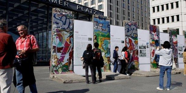 Des blocs de l'ancien mur de Berlin, symbole de la chute du démantèlement de l'empire soviétique.