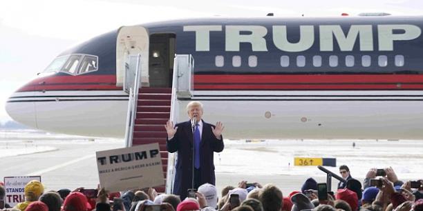 En climato-sceptique assumé et convaincu que l'homme n'est pas la cause du réchauffement climatique qu'il qualifie de « canular », Donald Trump trouve inutile les mesures convenues dans le traité de Paris et pose fièrement avec son B757 personnel à chaque fois qu'il en a l'occasion.
