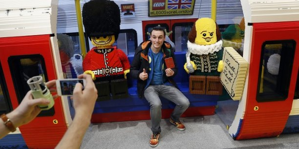 Lego ouvre son plus grand magasin du monde londres - Boutique lego londres ...