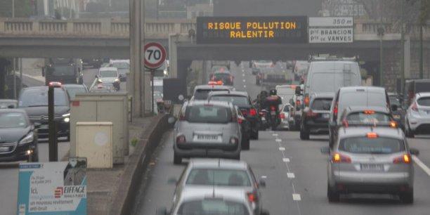 Estimé par la Banque mondiale à plus de 5.000 milliards de dollars à l'échelle mondiale, le coût annuel de la pollution s'établit à 101,3 milliards d'euros pour la France. Et le coût en vies humaines à près de 3 millions dans le monde en 2013 pour la seule pollution aux particules fines (PM10), et 48.000 décès prématurés par an en France (dont 6.500 pour l'Île-de-France et 2.500 pour la capitale).