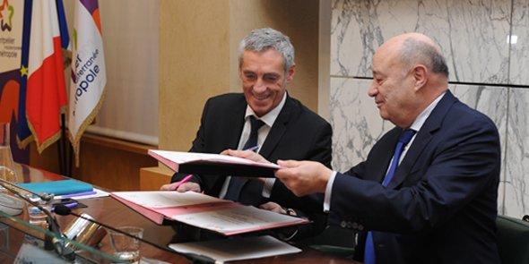 Philippe Saurel et Jean-Michel Baylet lors de la signature du Plan État-Métropole à Montpellier, le jeudi 5 janvier 2017.