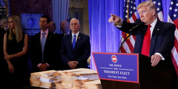 Donald Trump, son vice-président Mike Pence et ses enfants, à la Trump Tower, mercredi 11 janvier.