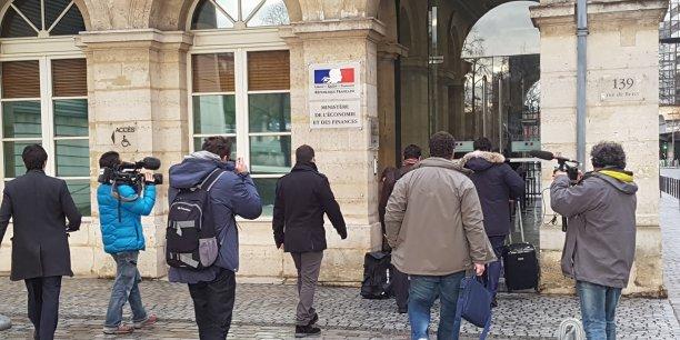 Les membres du collectif lors de l'ouverture des négociations avec Cuki à Bercy en janvier 2017.