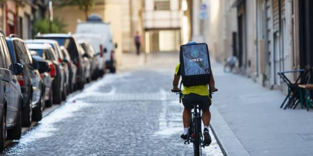 Les coursiers d'UberEats vont commencer à sillonner les rues de Bordeaux.