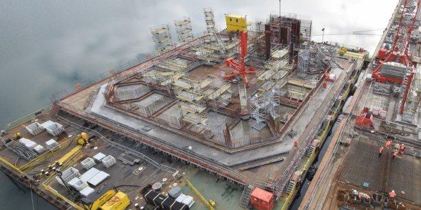Le 5 janvier 2017, sur le quai des Charbonniers, vue du chantier de la construction (lancée le 1er juin 2016) du prototype Floatgen, la première éolienne flottante française, un projet qui ouvre la voie à l'exploitation en eaux profondes. Equipée d'une fondation flottante conçue par le spécialiste français Ideol et construite par Bouygues Travaux Publics, elle sera installée au large du Croisic, sur le site d'essais SEM-REV de l'Ecole Centrale de Nantes.