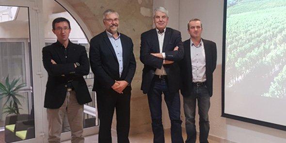 De g. à d.: Jean-Marie Fabre, Boris Calmette, Jacques Gravegeal, président du syndicat des producteurs des vins Pays d'Oc IGP, et Gérard Bancillon, président des Collines du Bourdic.